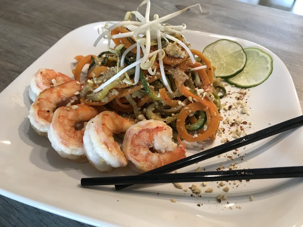 low carb pad thai with veggie noodles and prawns