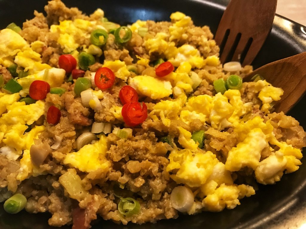 cauliflower fried rice with egg and bacon