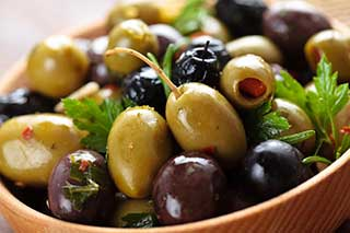 Olives are healthy low carb veggies